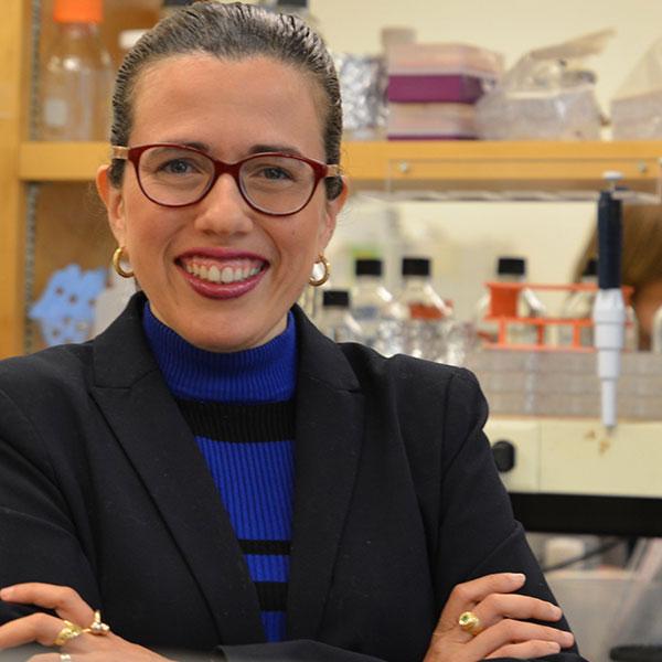 Voici Olga Pena, spécialiste des sciences à l'ACIA