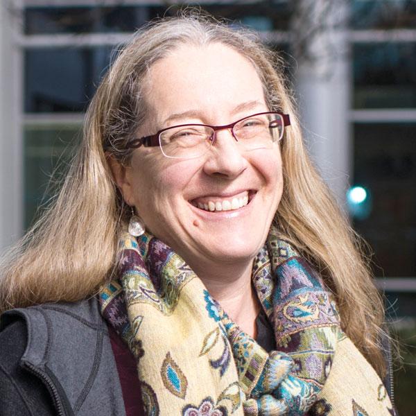 Au service des Canadiens : Rencontrez Barbara Peterson, Spécialiste de l'horticulture à l'ACIA